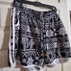 Vgu Size 3X Shorts Tribal Print